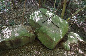 くさび跡のある花崗岩
